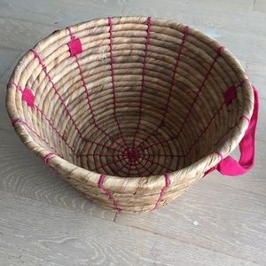 Other - 🔥Woven Basket with Pink Details